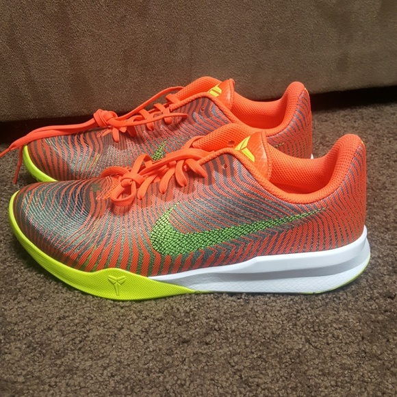 the latest 22ec3 5151a Nike Men s Kobe mentality II Crimson Orange size 9.  M 5aee64a8daa8f60944cb910c